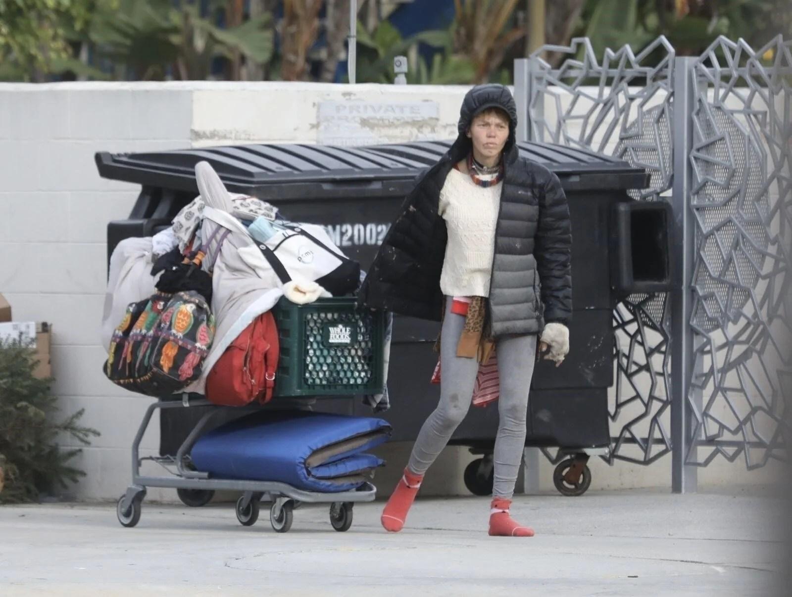 Loni Willison yine çöpleri karıştırırken görüntülendi - 8