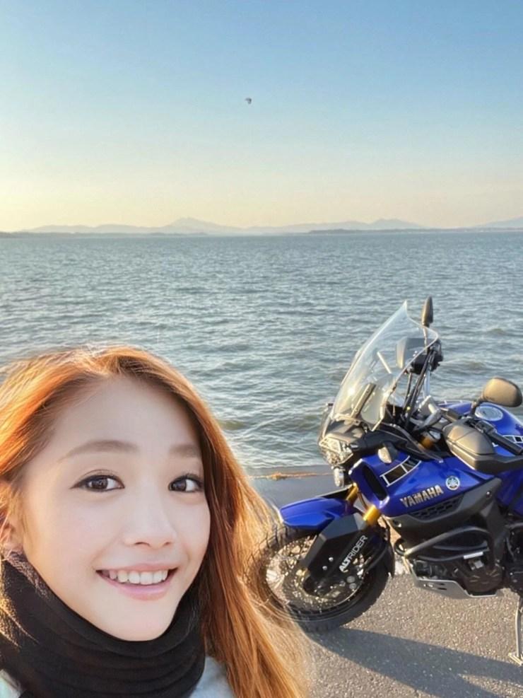 Fenomen olan kadın motorcu 50 yaşındaki bir erkek çıktı - 5