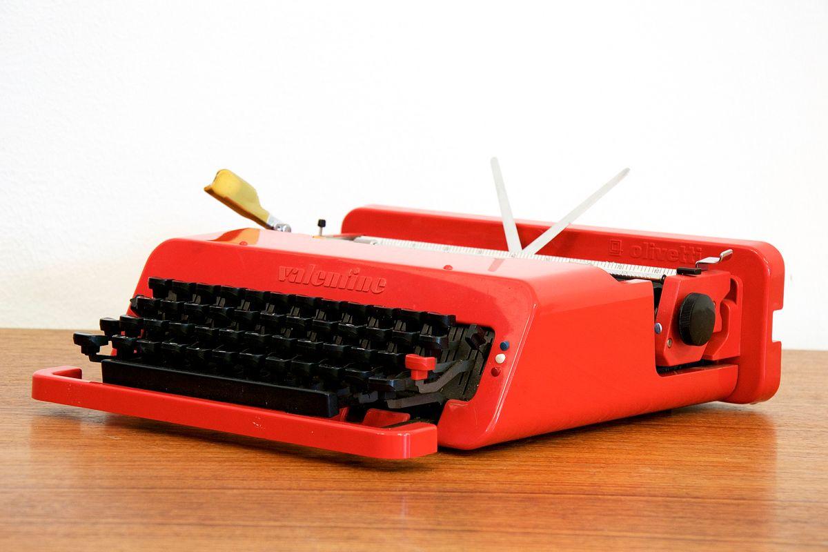 Machine Ecrire Portable Valentine Par Ettore Sottsass Jr