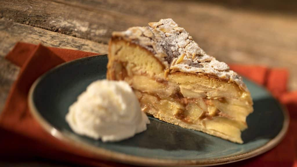 #DisneyMagicMoments: Cooking Up the Magic — Celebrate 4th of July with the Apple Pie Recipe from Whispering Canyon Café