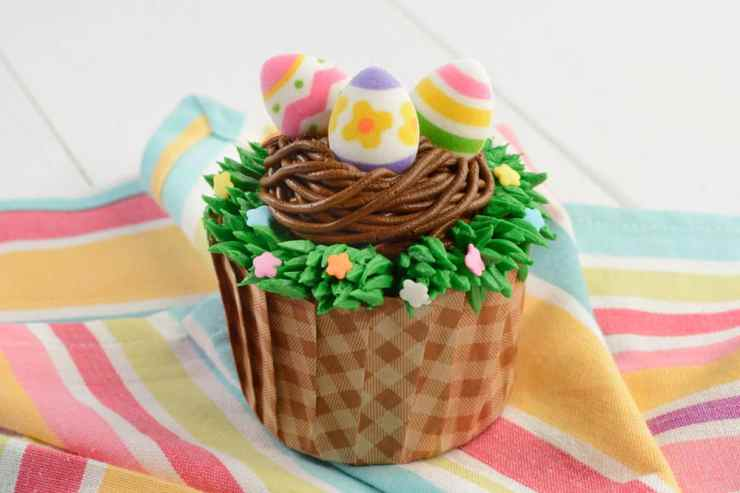 EGGStraordinare Cupcake available at World Premiere Food Court, Disney's All-Star Movies Resort, Landscape of Flavors, Disney's Art of Animation Resort, and Everything Pop Shopping and Dining, Disney's Pop Century Resort