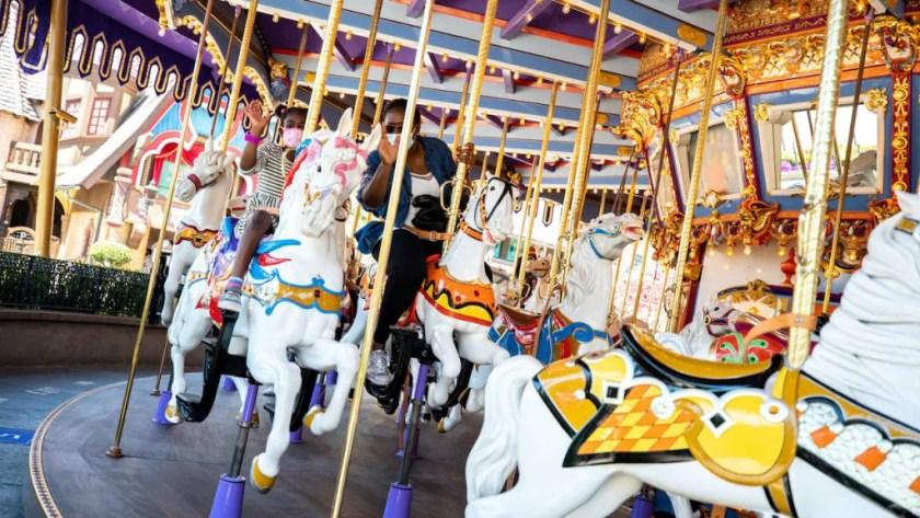 Invitados en King Arthur Carrousel como Disneyland Park