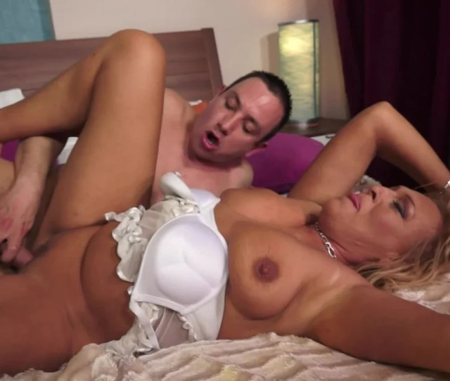 A Granny With Big Saggy Tits Is Getting Her Pussy Penetrated Pornid Xxx