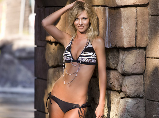 Kiffin Bikini Shot...getting set for USC!