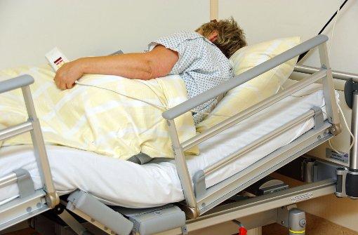 Die Ausbildung wird der modernen Pflege nicht mehr gerecht, sagen Experten. Foto: Fotolia