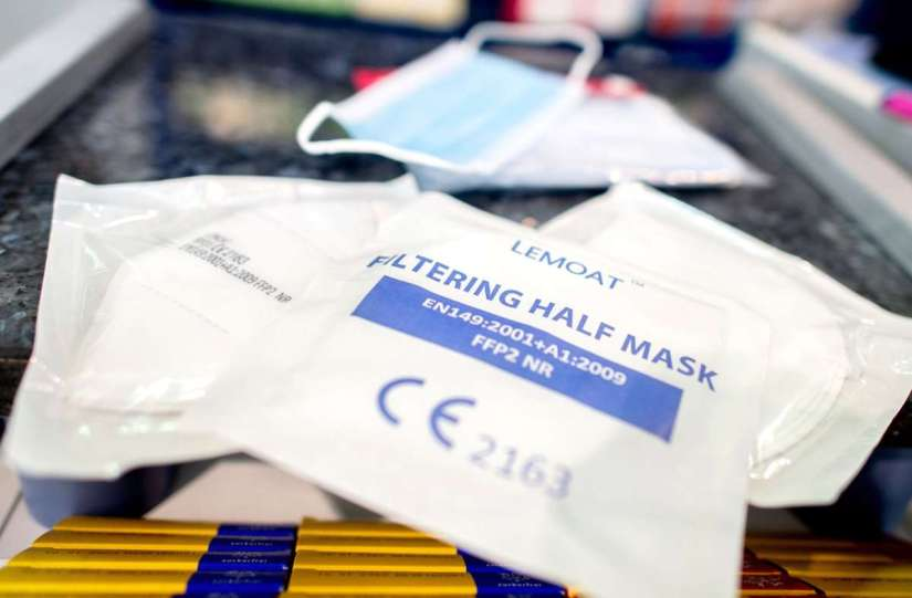 Packaged FFP2 masks are on the counter in a pharmacy: Covid-19 is pushing other epidemics such as measles and diabetes out of the public eye.  Photo: Hauke-Christian Dittrich / dpa