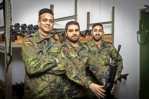 Im Dienst für die Bundesrepublik Deutschland: Junior Monowarson, Emre Delier und  Yasin Chowdury (von links) Foto: Lichtgut/Achim Zweygarth