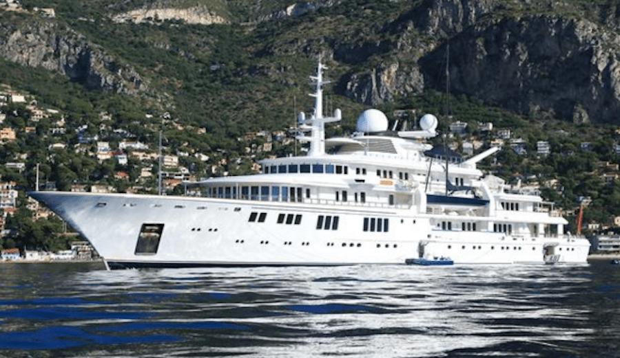 Billionaires 300 Foot Mega Yacht Demolishes Coral Reef