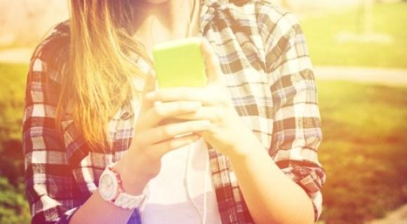 teen texting smartphone