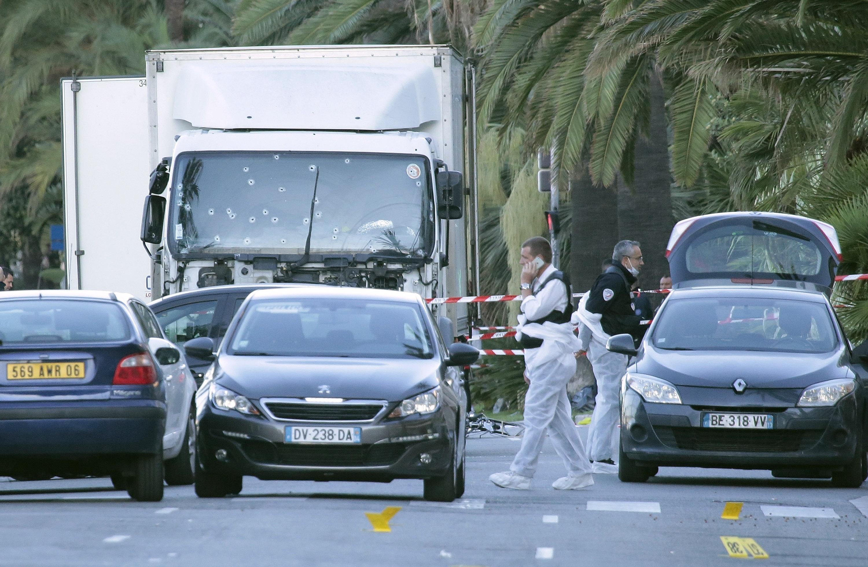 Más de 80 disparos de la policía impactaron en la cabina del conductor d...