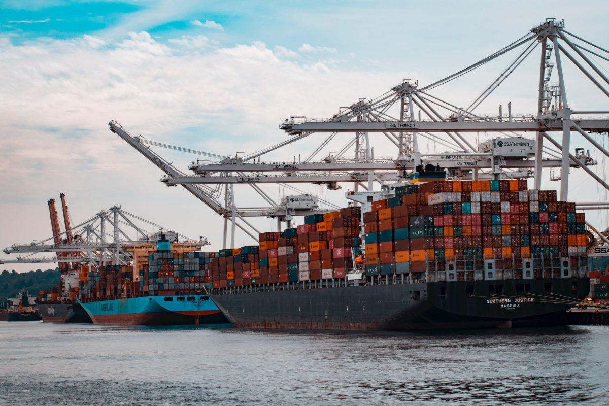 Navi cariche di container