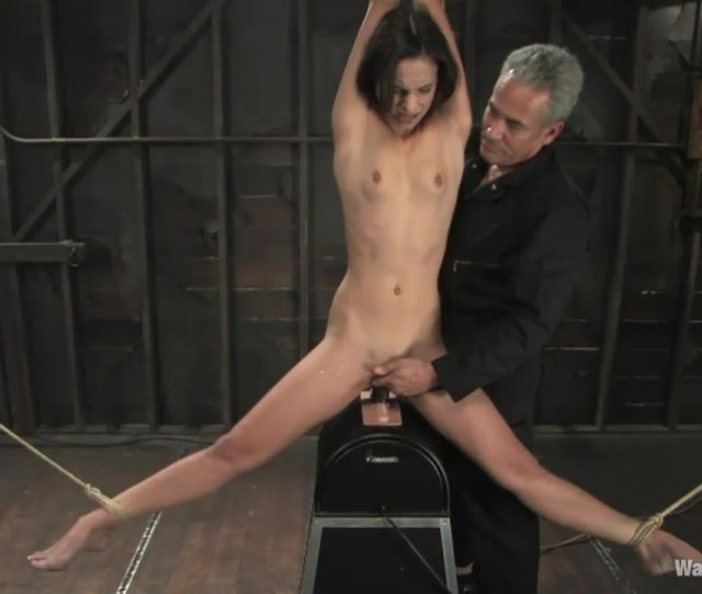Skinny Naked Amber Rayne Is Trying Hardcore Bondage