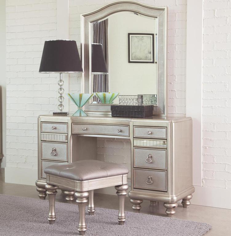 Bedroom Design Hack: Makeup Vanity Tables - www ... on Make Up Room Design  id=53573