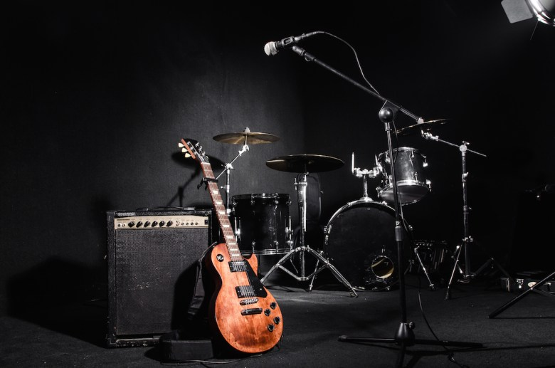 top 11 questions to ask your wedding band