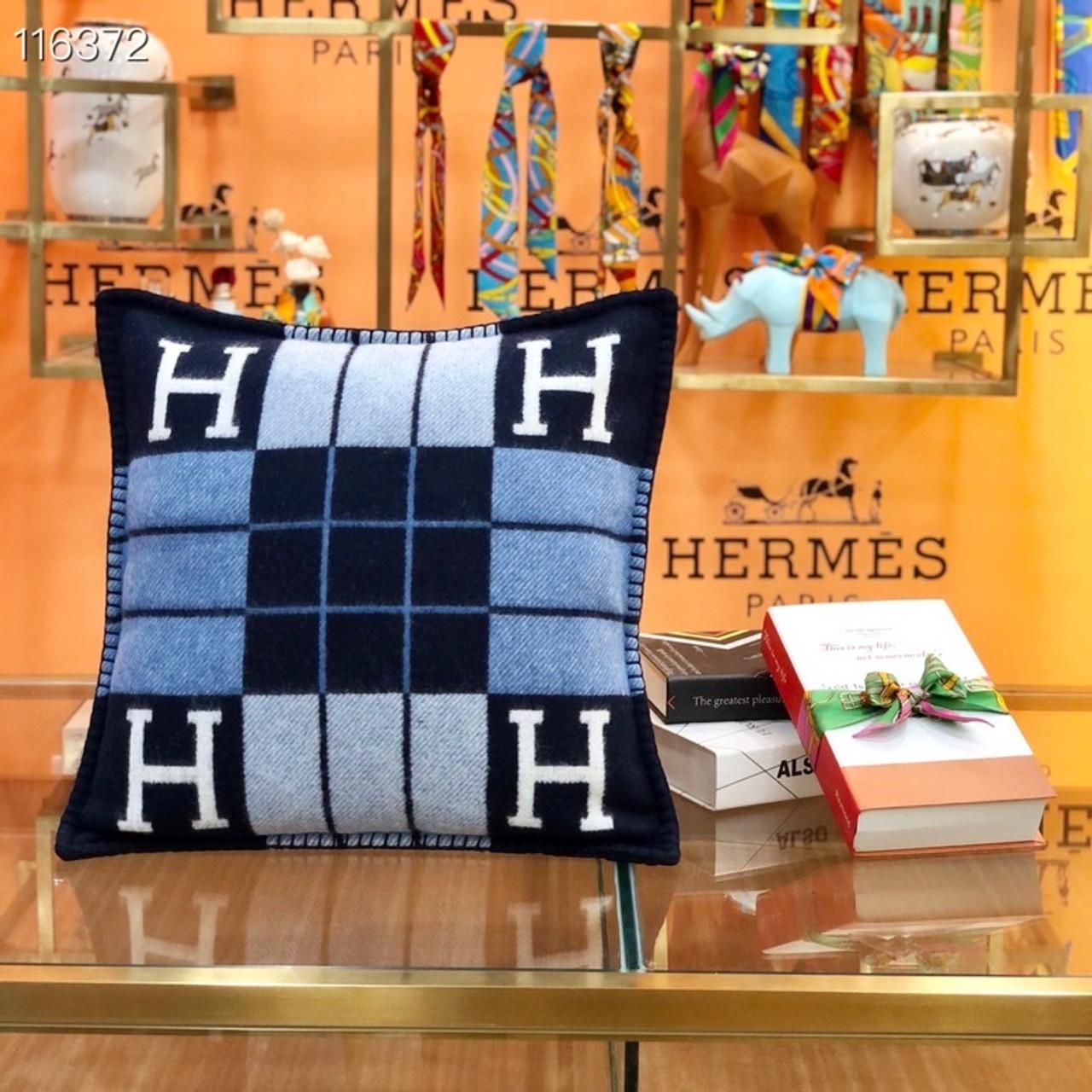 hermes avalon iii throw pillow 50cm 116372 ecru caban