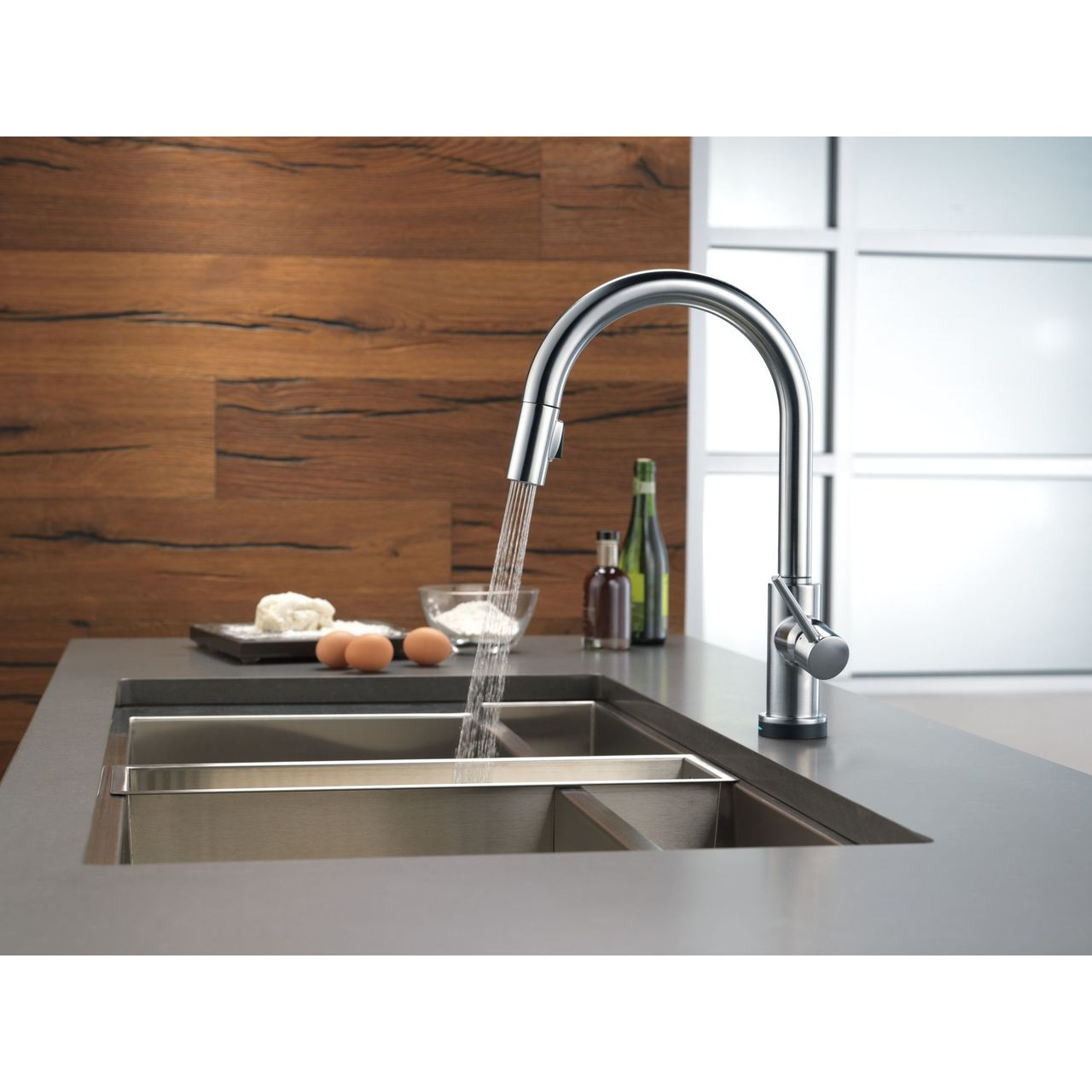 delta trinsic single handle pull down kitchen faucet with touch2o technology