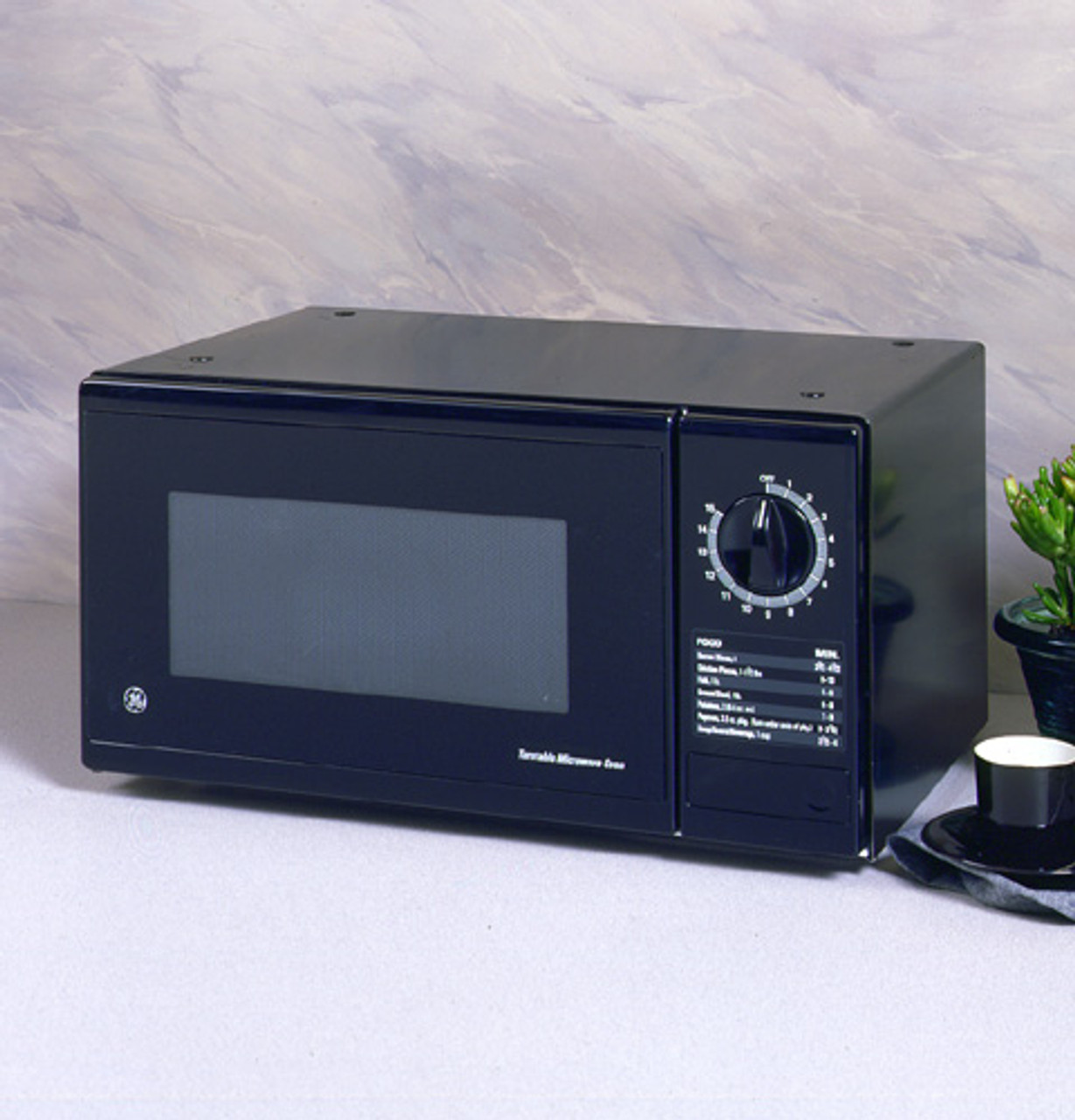 ge subcompact 5 cu ft capacity microwave oven with turntable and 1 power level je510bw
