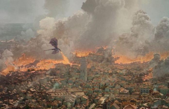 El dragón Drogon atacando King's Landing en episodio 5 de la temporada 8 de Game of Thrones