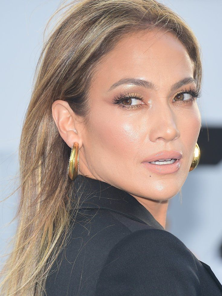 radiant makeup look jlo