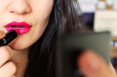 woman-makeup-beauty-lipstick-small