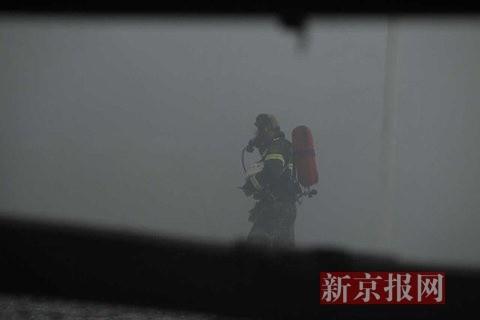 最新!天津爆炸案消防人員成焦屍...!弟兄邊哭邊救火!但竟還有那麼多位人員失聯...!只能說「兄弟一路好走...」