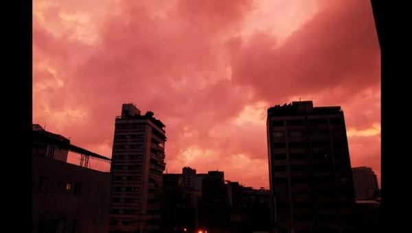 天秤來襲前夕 網友拍下血腥紅天空   ETtoday生活   ETtoday新聞雲