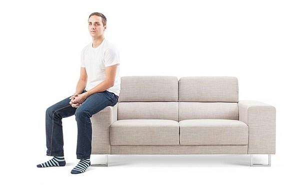 沙發坐姿洩漏一切..坐椅背上收入最高卻最少%%%? | | 鍵盤大檸檬 | ETtoday新聞雲