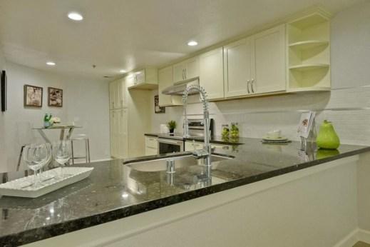 ▲▼美國多數房子的洗手槽下方都裝有攪拌器,用來攪拌廚餘。(圖/簡明葳提供)