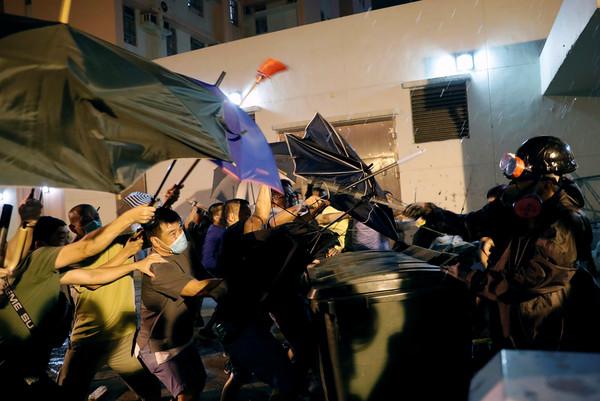 黃大仙凌晨激烈衝突!數百位居民要求釋放示威者 港警發射多枚催淚彈 | ETtoday星光雲 | ETtoday新聞雲
