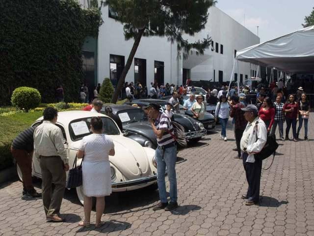 Pagan 325 mil pesos por 'vocho' 2004 en subasta de Los Pinos