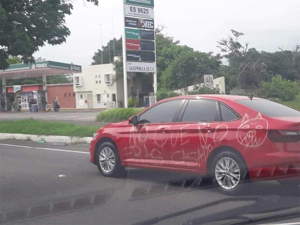 Así quedó el auto... por metiroso (Foto: Facebook Sr. Culero)
