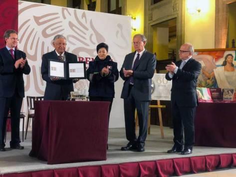 Resultado de imagen para Conmemora López Obrador 60 años de los libros de texto gratuitos