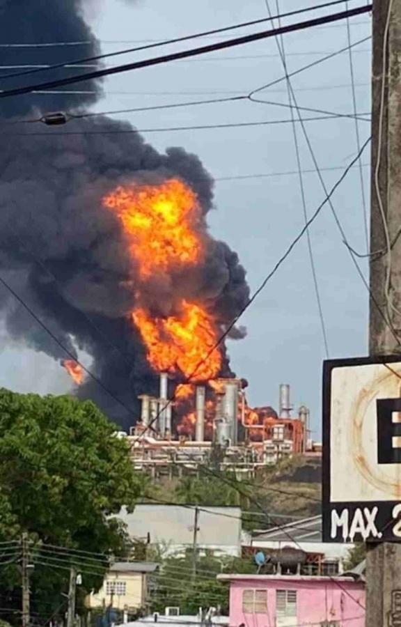 2558636 Pausa MX Se registra explosión en refinería de Minatitlán