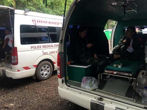 Suman 8 niños rescatados de cueva en Tailandia