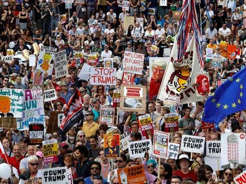 Protestan con inflable satírico de Trump gigante en Reino Unido (Foto: Reuters)
