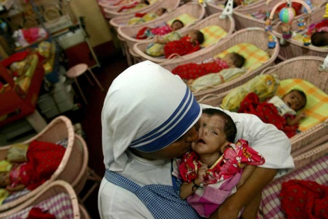 Investigan a congregación de Madre Teresa por venta de bebé