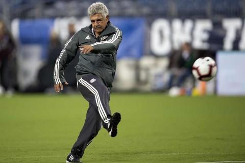 Tuca Ferretti durante un entrenamiento con Selección Mexicana