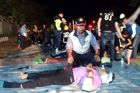 Al menos 17 muertos y un centenar de heridos al descarrilar un tren en Taiwán