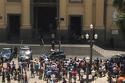 Tiroteo en una catedral de Brasil deja 5 muertos
