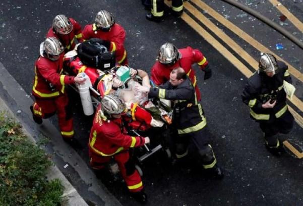 Suman 2 muertos por explosión en París; reportan fuga de gas