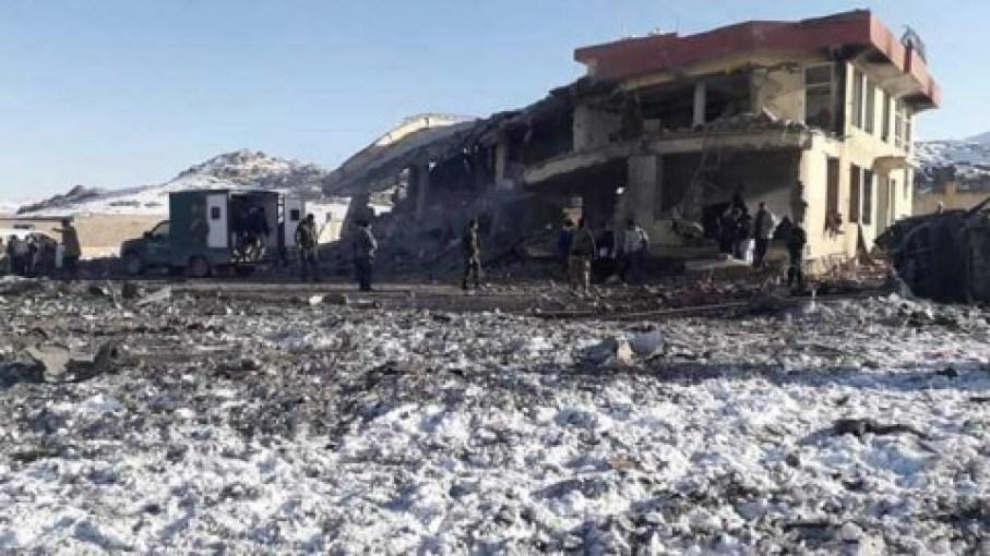 Talibanes matan a más de 100 efectivos de seguridad en Afganistán
