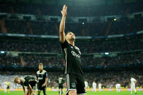 Tadic celebra su gol en el Santiago Bernabéu, donde eliminaron al Real Madrid.