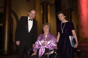 """Karen Uhlenbeck, de 76 años, fue premiada por sus """"logros pioneros"""" sobre ecuaciones diferenciales parciales geométricas, la teoría de gauge y los sistemas integrables"""