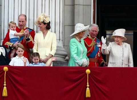 Celebran los 93 años de Isabel II con desfile de gala