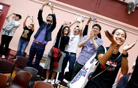 Oposición arrasa en elecciones de Hong Kong