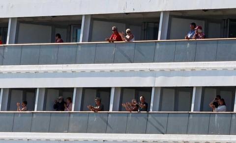 Desembarcan 2 cruceros en EU tras dura travesía