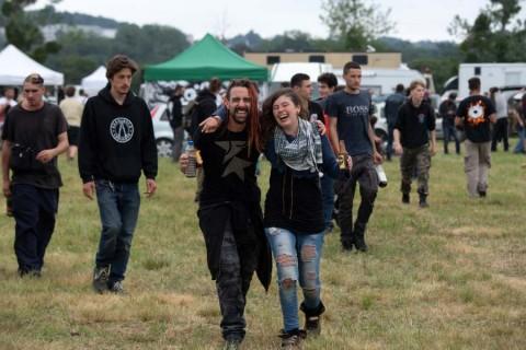 Caótico desalojo de fiesta covid en Francia; hombre pierde una mano