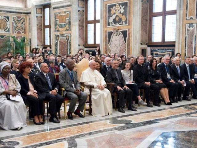 Francisco se reunió el viernes con los participantes de una conferencia internacional respaldada por la Iglesia católica sobre la lucha contra la pornografía infantil. (Foto: Reuters)