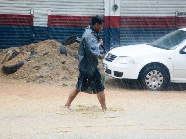 Encharcamiento ocasionado por las lluvias en Acapulco.