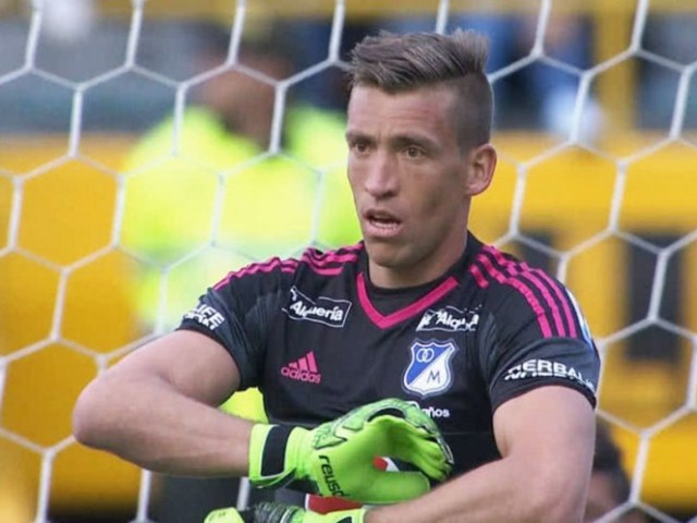 Nicolás Vikonis vendrá a la Liga MX a pelear un puesto con Moisés Muñoz bajo los tres postes del Puebla (EFE)